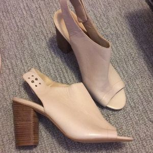 Size 11 must see - cream leather peep toe heels